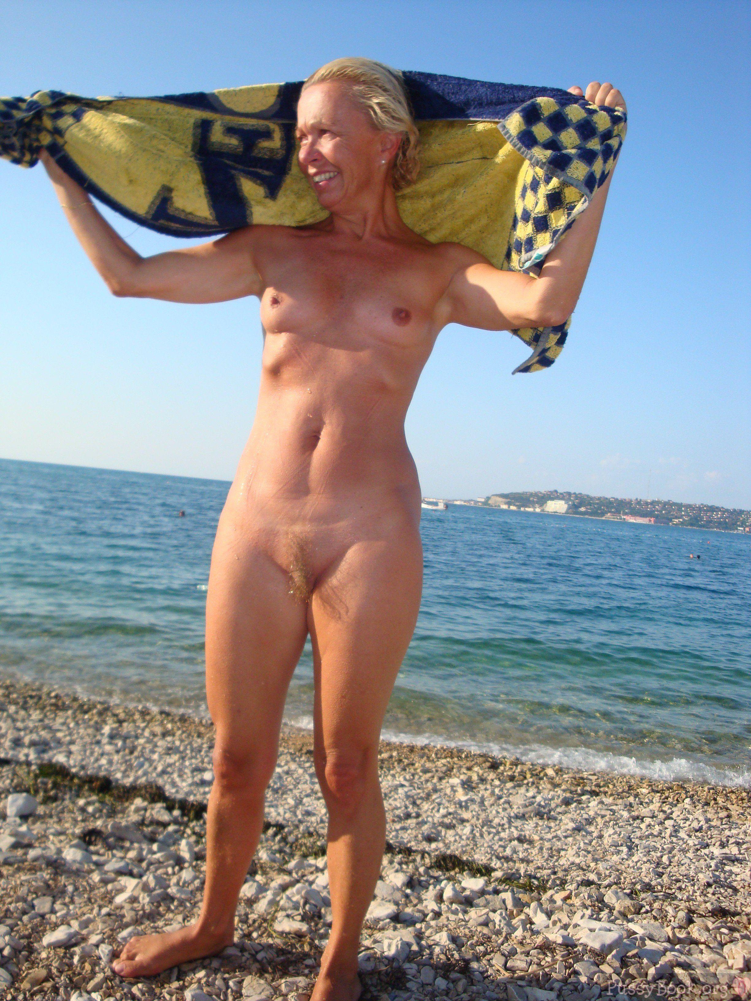 Pic nude wife Free MILF