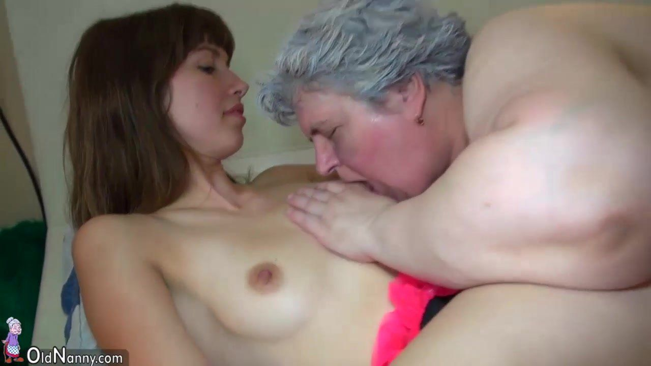 Amateur wife sharing threesome, creampie and cum on tits.