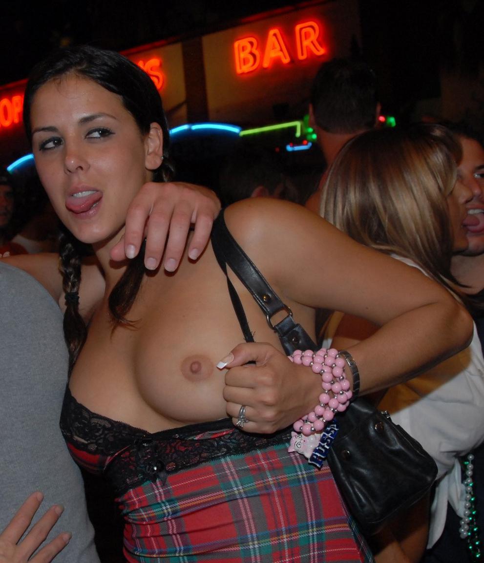 Public boob flash Tons of