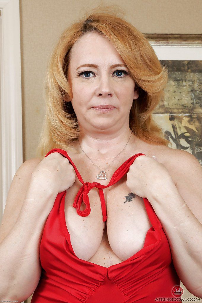 Mulberry reccomend Chubby mature pussy spread