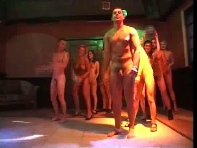 Trigger reccomend girls dancing nude public