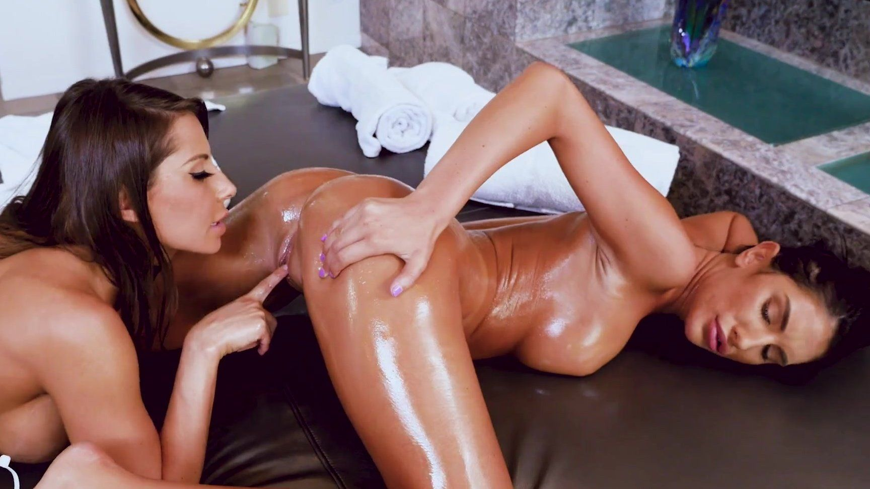 Oiled Lesbians Squirting